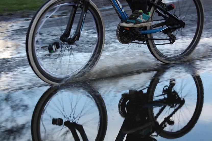 come pedalare sotto la pioggia
